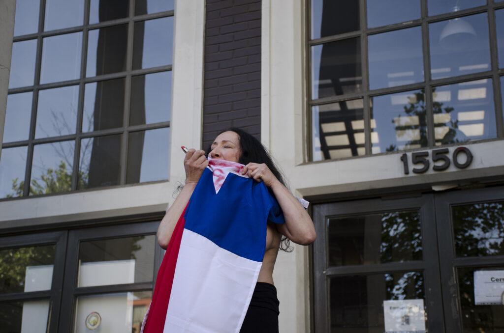 La bandera exterior Janet Toro 2