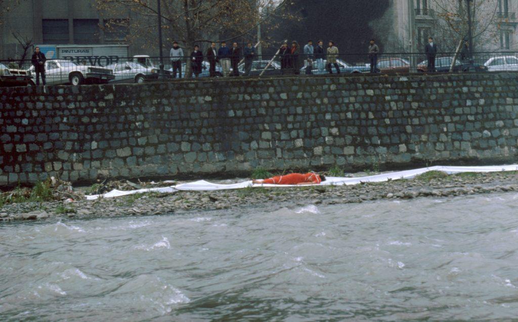 Performance 2 La sangre el rio y el cuerpo 1990
